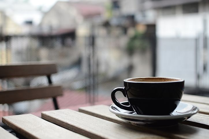 コンビニでコーヒーを買う