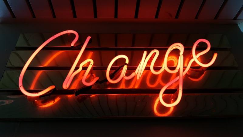 企業もビジネスパーソンも考え方の転換を求められている